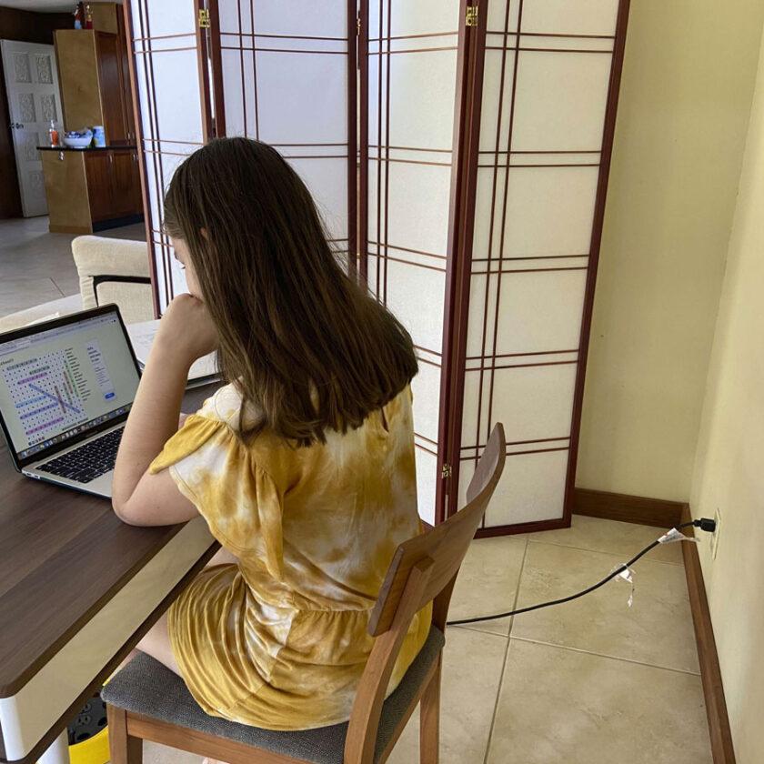 Computadoras conectadas a centros educativos