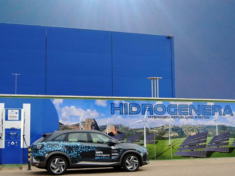 Un reportaje publicado en el diario Aragondigital señala el compromiso tanto del Gobierno de España como de la Unión Europea con el hidrógeno como fuente de energía verde a favor de la descarbonización